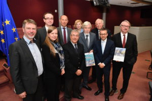Left to right: Professor Poul Holm (SAPEA WG Chair), Professor Janusz Bujnicki, Professor Carina Keskitalo, Professor Dag Aksnes (SAPEA WG Chair), Commissioner Vella (DG MARE), Professor Pearl Dykstra, Professor Rolf-Dieter Heuer, Professor Sierd Cloetingh, Carlos Moedas, (Commissioner for Research, Science and Innovation), Professor Günter Stock